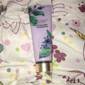 Victoria's Secret lotion ( Passion Flowers ) 🥰